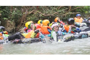 Refreshing dengan River Tubing