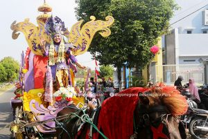 Putri Kencana Wungu Pimpin Parade Senja SMKN Palang