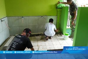 Satgas TMMD bersama Warga Finishing Sasaran di Masjid Al Mukhlisin