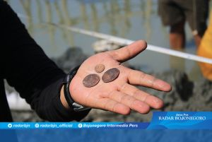 Ekskavasi Perahu Kunio, Arkeolog Mojokerto Temukan Koin dan Peluru