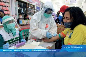 Ikuti Tes Rapid, Karyawan Supermarket Tak Ada yang Diisolasi