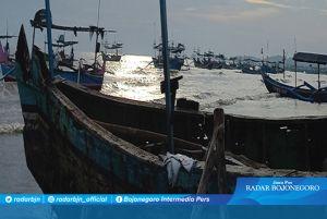 Pergantian Musim Hujan di Tuban, Gelombang Laut Masih Aman