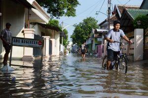 Dinas Perkim Jombang Sebut Banjir Dalam Kota Akibat Saluran Air Penuh