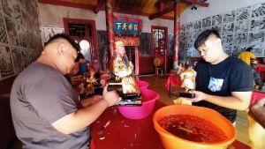 Jelang Imlek, Patung Dewa di Klenteng Hong San Kiong Gudo Dimandikan