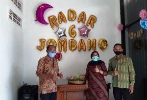 HUT Radar Jombang Ke-6, Bank Jombang dan MKKS SMP Negeri Kirim Tumpeng
