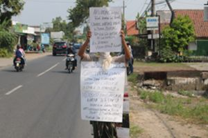 Pembagian Bansos Covid-19 di Desa Bandung Diwarnai Protes Warga