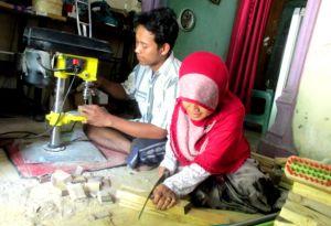 Winarko dan Binti, Pasutri Difabel Produksi Aneka Kerajinan Sikat