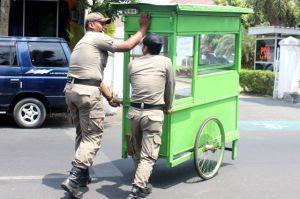Razia PKL di Kediri: Sudah Di-SP1, eh...Melanggar Juga