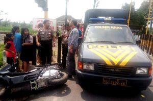 Abaikan Alarm Perlintasan, Pengendara Motor Asal Sambi Terseret Kereta