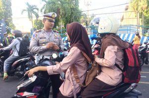 Razia Polisi di Kediri:  Tak Punya SIM, Pengendara Juga Tak Berhelm