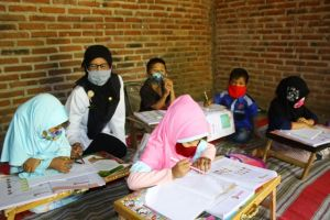 Suka Duka Guru SDN Kapas 4 Sukomoro Terapkan Pembelajaran Luring