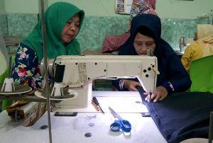 Disnaker Perinkop dan UKM Beri Pelatihan Desain Baju bagi Pelaku UMKM