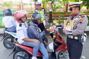 Asyik, Bisa Tebak Nama Pahlawan, Pengendara di Grobogan Diberi Hadiah