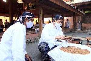 Pusaka 500 Tahun Milik Kanjeng Sunan Kudus Dijamas Selama 1,5 Jam