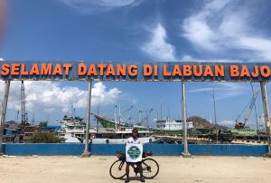 Cerita Amin Suyitno Bersepeda Kudus-NTT selama Sebulan