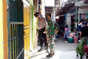Sambangi Pasar, Anggota Koramil Patroli Prokes