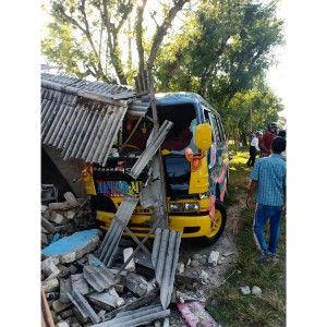 Tragis, Pejalan Kaki di Sampang Tewas Diseruduk Mini Bus