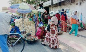 Semrawut dan Picu Macet, Dewan Minta Bupati Serius Atasi Pasar Tumpah