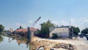 Jalan Terjal Normalisasi Kali Kamoning Sampang