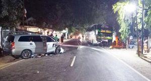 Bus Kontra Toyota Innova Adu Depan, ASN di Sumenep Meninggal di TKP