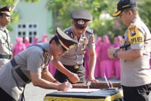 Jelang Pelaksanaan Pilkades, Kapolres Sampang Mutasi 12 Perwira