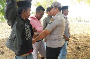 Geledah Warga Saat Pilkades, Polres Sampang Sita 200 Sajam dan Pistol