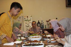 Selera Dapur Keluarga Sekkab Bangkalan Moh. Taufan Zairinsjah