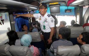 Ramp Check Bus AKAP Jelang Arus Mudik, Pelita Indah Dipaksa Ganti Ban