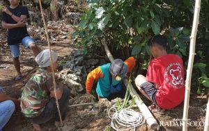 Perburuan Luweng, Abaikan Mitos Angker demi Air Bersih