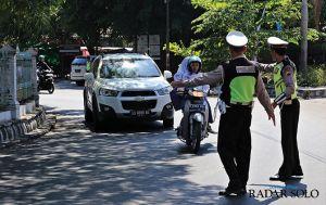 Polisi Incar Kendaraan Pribadi Pakai Sirene