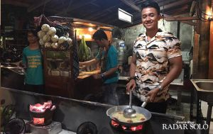 Pemuda Solo Lulusan Universitas Australia, Pilih Jadi Bakul Bakmi Jawa