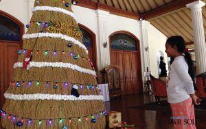 Pohon Natal dari Padi di Kusuma Sahid Prince Hotel
