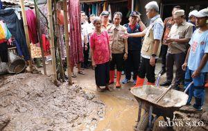 Tinjau Lokasi Banjir Kudus, Ganjar Tegaskan Perlunya Reboisasi di Hulu