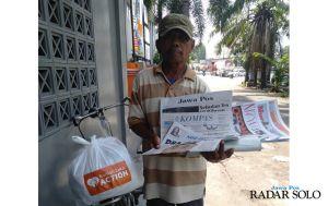 Rumah Zakat Bagikan Sembako untuk Pengasong Koran