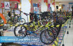 Palur Plasa Gelar Kontes Sepeda Minion