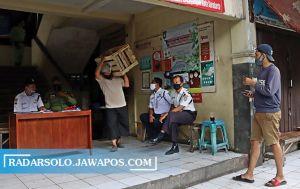 Pasar Harjodaksino Ditutup hingga Awal November, Pedagang Dites Swab