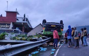 Truk Tronton Terguling di Jalur Tembus Tawangmangu, Diduga Rem Blong