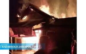 Kebakaran Lalap Toko Kelontong Samping Pasar Pesido,Kondisi Pasar Aman