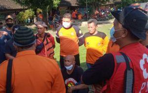 Pengendara Motor Plat Merah Nekat Terjun ke Sungai, Diduga Asal Klaten
