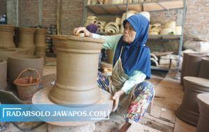 Perajin Sentra Gerabah Melikan, Klaten Meringis: Tanah Liat Kian Habis