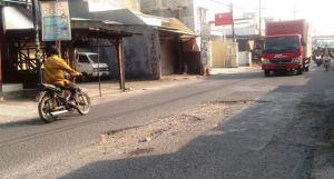 Perbaikan Jalan Betro Tunggu Lelang, Aspal Habis Perawatan Tersendat