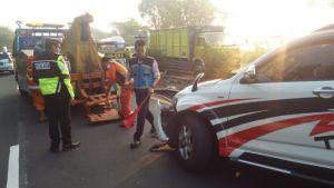 Sopir Ngantuk, Mobil Hantam Pembatas Jalan Tol Porong