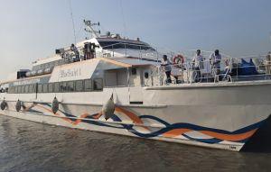 Ombak Tinggi, Kapal ke Bawean Dilarang Berlayar Dua Hari