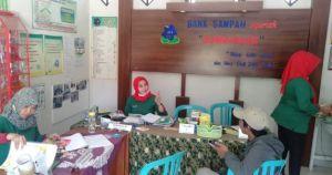 Bank Sampah untuk Balita dan Dewasa