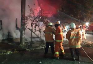Kios Bensin Terbakar, Ini yang Membuat Petugas PMK Surabaya Panik