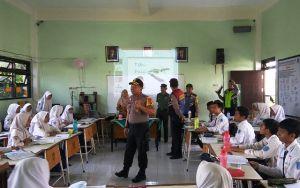 Cegah Pelajar Terlibat Geng Tawuran, Polisi Operasi di Sekolah