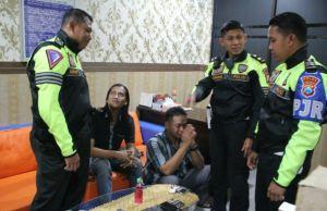 PJR Jatim II Tangkap Dua Pria Pesta Sabu di Rest Area Tol Waru