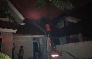 Korsleting Listrik, Rumah Mewah  di Surabaya Barat Terbakar