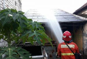 Rumah Kontrakan di Dahanrejo Ludes Dilalap Api