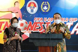 Risma Temui Menpora Pastikan Stadion GBT Jadi Venue Piala Dunia U-20